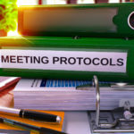 Manual de protocolo empresarial: conteúdos e passos de elaboração