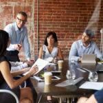 Como os Diretores impulsionam ao mesmo tempo Resultados e Compromisso