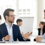 Cómo ser persuasivo y convincente: 7 principios que rigen la toma de decisiones